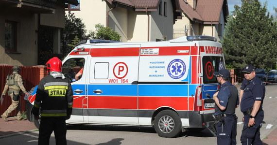 Zakończyła się akcja policji w Komorowie (Mazowieckie). Funkcjonariusze zatrzymali mężczyznę, który zabarykadował się w jednym z domów przy ul. Rubinowej - przekazała podkom. Karolina Kańka z pruszkowskiej policji. Dodała, że mężczyzna został oddany pod specjalistyczną opiekę lekarzy.