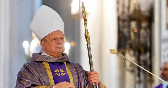 """Ordynariusz radomski bp Henryk Tomasik może być kolejnym hierarchą, którego działaniom w sprawie pedofilii przyjrzy się Stolica Apostolska. Wątpliwości budzi sprawa znanego duchownego - pisze wtorkowa """"Rzeczpospolita""""."""