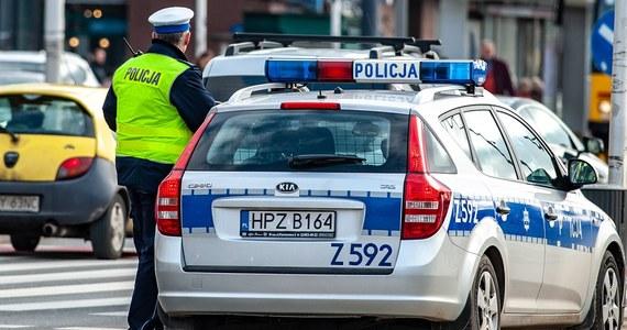 W Polsce o 41 proc. spadła liczba mandatów wystawionych przez policjantów ruchu drogowego. Od lutego do kwietnia br. takich kar było przeszło 1,036 mln, a w analogicznym okresie ub.r. – prawie 1,760 mln.