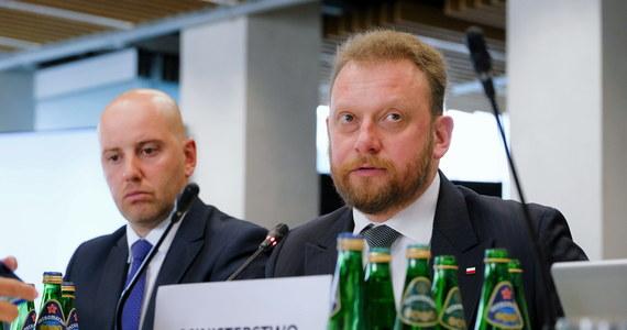 Sejmowa komisja zdrowia odrzuciła wniosek Koalicji Obywatelskiego o wotum nieufności dla ministra zdrowia Łukasza Szumowskiego. Wnioskodawcy wskazywali m.in. na nieprzygotowanie kierowanego przez niego resortu do epidemii COVID-19.