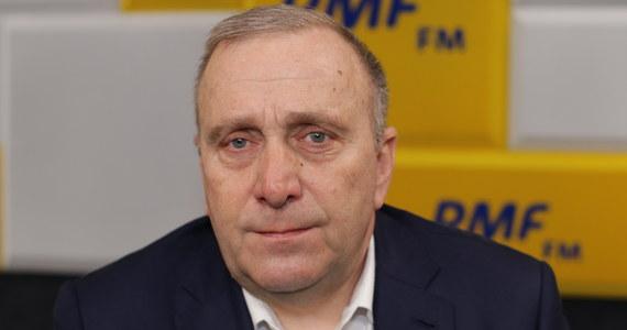 """Sytuacja jest kluczowa i krytyczna, bo za kilka godzin może być ogłoszona daty wyborów. Uważam, że musimy się skupić na kampanii wyborczej i musimy wykorzystać ostatnie godziny prekampanii na dobre zaplanowanie kolejnych dni – przekonywał Grzegorz Schetyna w Porannej rozmowie w RMF FM. Na pytania Roberta Mazurka o to, dlaczego jest nielojalny wobec Platformy Obywatelskiej, co miało się objawiać w torpedowaniu kandydatury Małgorzaty Kidawy-Błońskiej odpowiedział stanowczo: """"Jestem lojalny wobec PO. To partia, którą zakładałem""""."""
