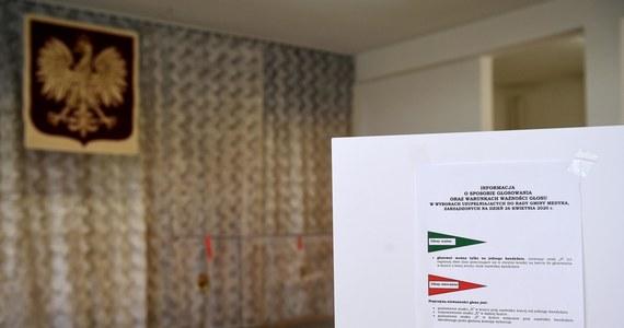 To już oficjalna informacja. Wybory odbędą się 28 czerwca - poinformowała marszałek Sejmu Elżbieta Witek. Oficjalna data wyborów, oznacza nowe otwarcie dla nowych kandydatów. Będą mogli rozpocząć zbieranie stu tysięcy wymaganych podpisów - informuje dziennikarz RMF FM Patryk Michalski. W tym gronie jest m.in. Rafał Trzaskowski.