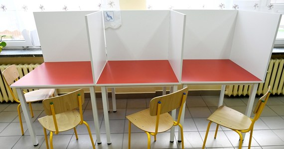 Ogłoszenie przez Marszałek Sejmu terminu głosowania na 25 dni przed datą, kiedy ma do niego dojść wymusza nie tylko złamanie zasad przeprowadzania wyborów. Związany z zarządzeniem daty głosowania kalendarz wyborczy wystawia tez na poważną próbę powodzenie całego przedsięwzięcia.