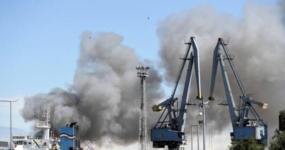 Na złomowisku samochodów przy na terenie gdańskiego portu wybuchł pożar. Nie ma informacji o osobach poszkodowanych.