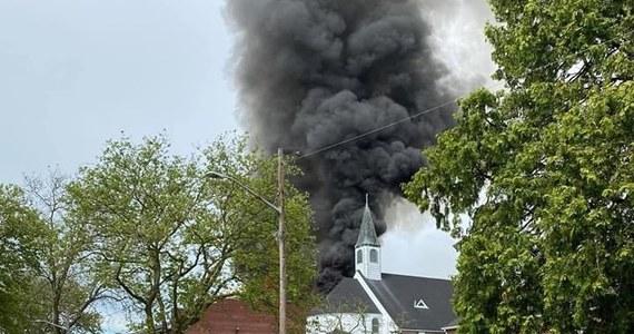 Trwa dogaszanie pożaru Polskiej Szkoły Dokształcającej imienia Zbigniewa Herberta w Copiague w stanie Nowy Jork. Placówka mieści się przy parafii. Nie ma informacji o osobach poszkodowanych.