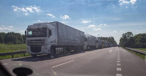 W czwartek 11 czerwca wypada Boże Ciało - dzień wolny od pracy. Wystarczy wziąć urlop w piątek i razem z weekendem możemy mieć cztery wolne dni. Na drogach, podczas wyjazdów czerwcowych, towarzyszyć nam będą ciężarówki.  Ministerstwo Infrastruktury zniosło zakaz poruszania się po drogach 12 tonowych pojazdów w święta.
