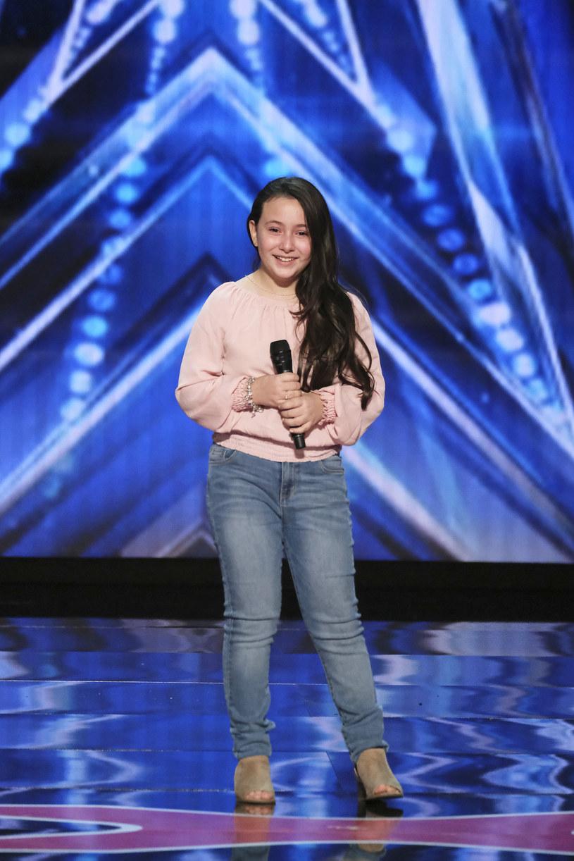 """10-letnia Roberta Battaglia swoim wykonaniem utworu """"Shallow"""" zaskoczyła jurorów i publiczność."""