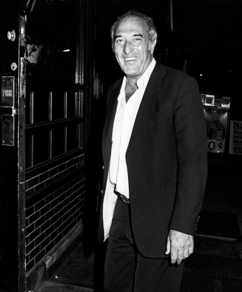 """W wieku dziewięćdziesięciu lat w swoim domu na Brooklynie zmarł Bruce Jay Friedman, pisarz nominowany do Oscara za scenariusz filmu """"Plusk"""". Informację o śmierci artysty potwierdził jego syn, który w wywiadzie dla gazety """"New York Times"""" powiedział, że przyczyna zgonu nie została jeszcze ustalona. Friedman cierpiał na neuropatię."""