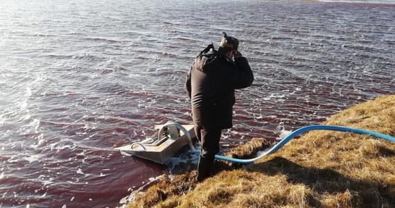 """Wyciek 21 tys. ton oleju napędowego ze zbiornika w elektrowni pod Norylskiem może okazać się największym takim skażeniem na obszarze rosyjskiej Arktyki - ocenił w czwartek dziennik """"Kommiersant"""". Ekolodzy ostrzegają, że skutki katastrofy będą długoterminowe."""