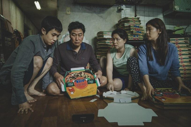 """Nie było zaskoczeń w trakcie ceremonii rozdania nagród filmowych Grand Bell Awards, która odbyła się w środowy wieczór w Seulu. Najlepszym filmem roku i zdobywcą nagrody nazywanej koreańskim Oscarem został """"Parasite"""" w reżyserii Joona-ho Bonga. W sumie film Bonga został uhonorowany w pięciu kategoriach."""