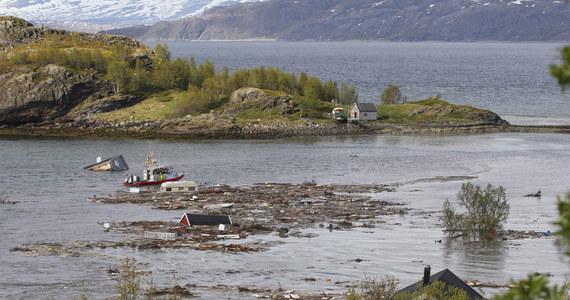 Do groźnego osunięcia ziemi doszło w miejscowości Alta w Norwegii. Osiem domów zsunęło się wprost do morza. Nikomu nic się nie stało.