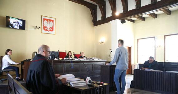 9 lipca powinien zapaść wyrok w sprawie wypadku z udziałem ówczesnej premier Beaty Szydło. W piątek sąd rejonowy w Oświęcimiu wyznaczył jeszcze dwa terminy rozpraw. Dziś przesłuchani zostali biegli z Instytutu Ekspertyz Sądowych w Krakowie. W Oświęcimiu - w ramach kampanii - pojawił się również Rafał Trzaskowski.