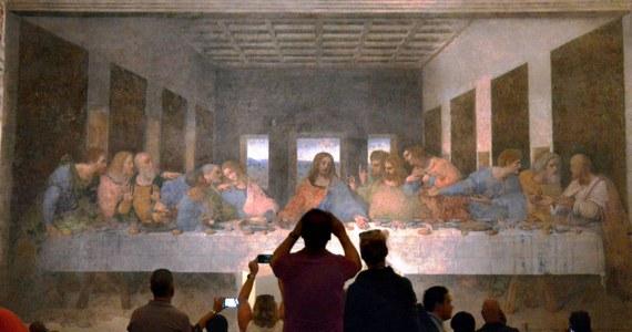 """Tylko pięć osób jednocześnie będzie mogło wejść do refektarza przy bazylice Santa Maria delle Grazie w Mediolanie, by zobaczyć """"Ostatnią wieczerzę"""" Leonarda da Vinci. W związku z wymogami dystansu społecznego limit zwiedzających zmniejszono siedmiokrotnie."""