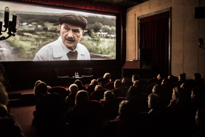 60. Krakowski Festiwal Filmowy, który z powodu pandemii odbywa się w tym roku online, zakończy się jednak tradycyjnie. Pokaz filmów nagrodzonych odbędzie się w salach Kina Pod Baranami w Krakowie.