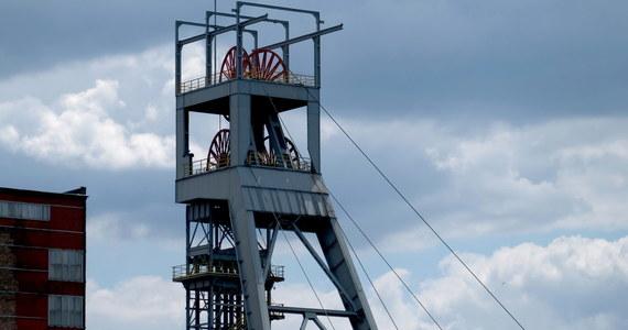 Do 1135 wzrosła w sobotę liczba górników zakażonych koronawirusem w jastrzębskiej kopalni Zofiówka. Łącznie w kopalniach Jastrzębskiej Spółki Węglowej jest ponad 2,7 tys. zakażonych górników, a w Polskiej Grupie Górniczej ponad 1,5 tys. Przybywa też osób, które wyzdrowiały z COVID-19.