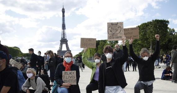 W demonstracjach przeciwko brutalności policji, zorganizowanych w sobotę w wielu francuskich miastach, wzięło udział ok. 23 tys. ludzi, z czego 5,5 tys. w samym Paryżu - poinformowało ministerstwo spraw wewnętrznych.
