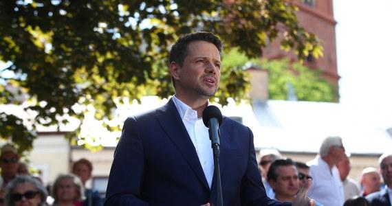 Na liczniku mamy już 130 tys. zebranych podpisów - poinformował kandydat KO na urząd prezydenta RP Rafał Trzaskowski w niedzielę w Tarnowie. Zaapelował o dalsze zbieranie podpisów pod jego kandydaturą.