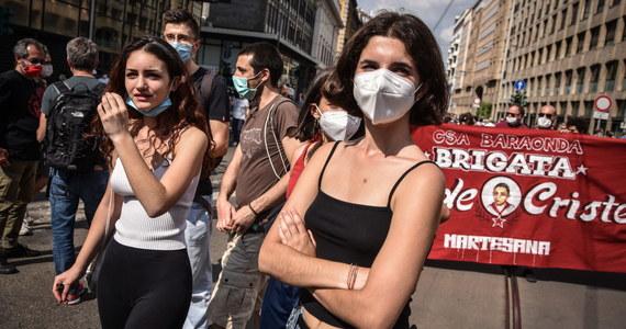 Zero zgonów z powodu zakażenia koronawirusem, zero nowych infekcji - takie dane napłynęły w niedzielę z Wenecji Euganejskiej, a także z Sardynii. Cząstkowy bilans wskazuje na stałą poprawę sytuacji epidemicznej we Włoszech.