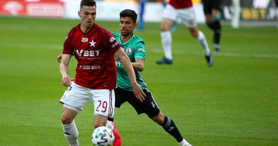 W ostatnim meczu 28. kolejki piłkarskiej ekstraklasy Legia Warszawa pokonała w Krakowie Wisłę 3:1. Podopieczni Aleksandara Vukovica utrzymali ośmiopunktową przewagę nad drugim w tabeli Piastem Gliwice i zapewnili sobie pierwsze miejsce w sezonie zasadniczym.