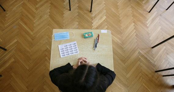 Matura 2020: Publikujemy arkusze zadań i odpowiedzi z języka polskiego na poziomie podstawowym! - RMF 24