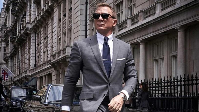 """W najnowszej, 25. odsłonie przygód agenta 007 zatytułowanej """"Nie czas umierać"""" poznamy córkę Jamesa Bonda - taki szokujący przeciek trafił do mediów. Matką dziewczynki jest grana przez Leę Seydoux dr Madeleine Swann, która pojawiła się w poprzedniej części serii - """"Spectre""""."""