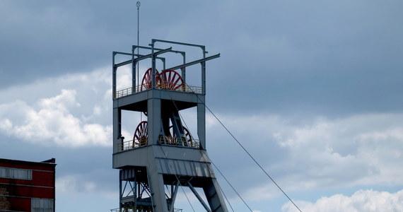 Śląsko-Dąbrowska Solidarność zwraca się do premiera o wycofanie decyzji w sprawie wstrzymania od wtorku - na trzy tygodnie - wydobycia w 10 kopalniach Polskiej Grupy Górniczej. Takie działanie zapowiedział wicepremier Jacek Sasin. Ma ono pomóc zdusić ogniska koronawirusa.