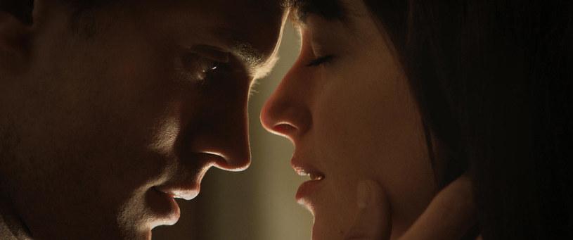 Podczas gdy jedni cieszą się, że już wkrótce ruszy produkcja filmów w Kalifornii, drudzy pytają o to, jak nakręcić scenę intymną w okresie obostrzeń. Czyżby czasy tzw. momentów w filmach bezpowrotnie już minęły?