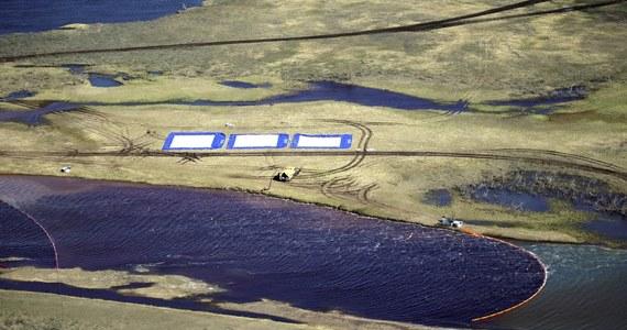 Katastrofa ekologiczna  rosyjskiej Arktyce. Na nic zdały się zapory ustawione na rzece Ambarnaja. Po wycieku paliwa w Norylsku na północy Rosji i ustawieniu na rzekach pływających zapór paliwo przedostało się za zapory.