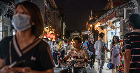 Naukowcy amerykańskiej Harvard Medical School twierdzą, że koronawirus mógł rozprzestrzeniać się w Chinach już w sierpniu 2019 roku. Do takiego wniosku doszli, analizując zdjęcia satelitarne szpitalnych wyjazdów i dane wyszukiwarek z Wuhanu w środkowych Chinach.