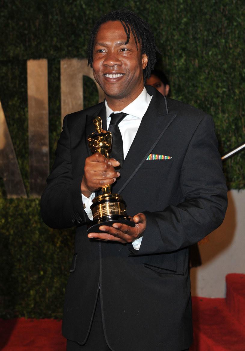 """Roger Ross Williams przeszedł do historii jako pierwszy afroamerykański reżyser, który dostał Oscara. Statuetkę przyniósł mu krótkometrażowy film dokumentalny """"Muzyka Prudence"""", który w 2010 roku pokonał między innymi """"Królika po berlińsku"""" Bartosza Konopki. Dziś Williams narzeka, że wbrew oczekiwaniom prestiżowa nagroda nie wpłynęła pozytywnie na rozwój jego kariery."""