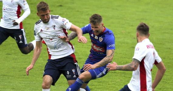 Mistrz Polski Piast Gliwice zremisował na własnym stadionie z Górnikiem Zabrze 0:0 w derbowym meczu 29. kolejki piłkarskiej ekstraklasy.