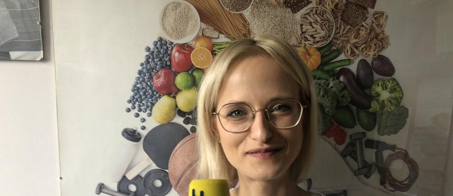 Jak w czasie epidemii koronawirusa dbać o dietę? Które warzywa są o tej porze roku szczególnie zalecane przez dietetyków? Jak zdrowo zrzucić dwa dodatkowe kilogramy, które przybyły w ostatnich tygodniach, gdy więcej czasu spędzamy w domu? Między innymi o to możecie zapytać specjalistkę. W środę na Wasze pytania od 12.00 do 13.30 odpowiadać będzie dietetyk kliniczny doktor Hanna Stolińska.