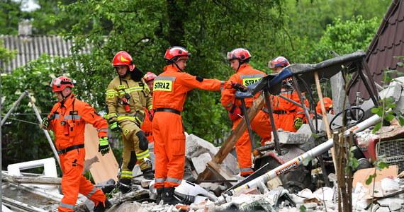 Ratownicy odnaleźli ciała 47-letniej kobiety i 87-letniego mężczyzny, którzy byli poszukiwani od środy, po wybuchu gazu w domu jednorodzinnym w Chodlu. Prokuratura wszczęła śledztwo, które wyjaśnić ma przyczyny eksplozji.