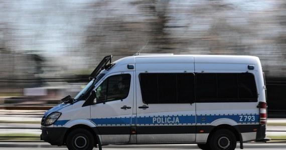 Dwie osoby, w tym dziecko, zostały ranne w wypadku na trasie krajowej numer 12 między miejscowościami Srock i Piotrków Trybunalski w Łódzkiem. W miejscowości Karlin zderzyły się cztery samochody osobowe.