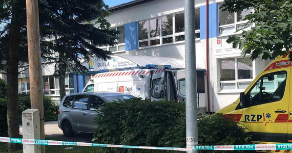 Komendant policji słowackiej Milan Luczansky powiedział, że nożownik, który zabił w szkole w miejscowości Vrutky w powiecie Martin jedną osobę, miał wcześniej problemy, których natury nie sprecyzowano. Napastnika próbował powstrzymać jeden z nauczycieli.