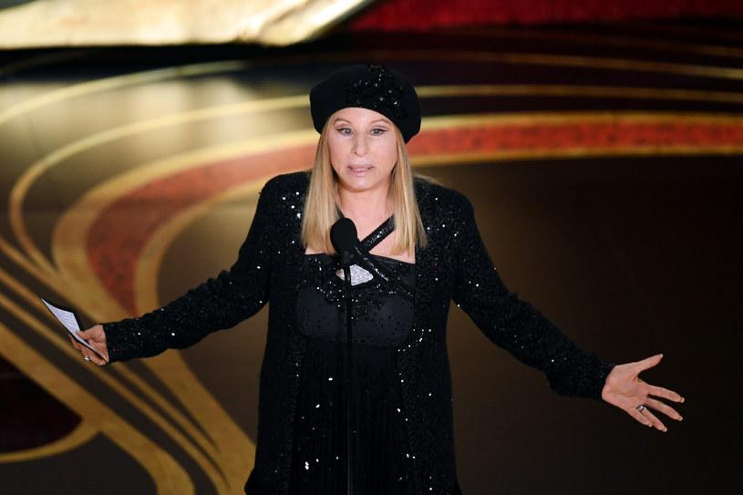 Barbra Streisand nie po raz pierwszy angażuje się w życie polityczne kraju. Wcześniej była jednym z darczyńców, wspierających kampanię Baracka Obamy i Hilary Clinton. Teraz mówi wprost, dlaczego Donald Trump tak bardzo nie spełnia jej oczekiwań.