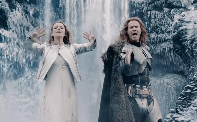 """""""Od dziecka mieliśmy jedno marzenie. Wygrać Konkurs Piosenki Eurowizji"""" - informują bohaterowie komedii """"Eurovision Song Contest: Historia zespołu Fire Saga"""". To pochodzący z Islandii, Lars Erickssong (Will Ferrell) i Sigrit Ericksdottir (Rachel McAdams), członkowie zespołu Fire Saga. O tym, jak udało im się spełnić te marzenie, opowie film Davida Dobkina, który trafi na platformę streamingową Netflix już 26 czerwca."""