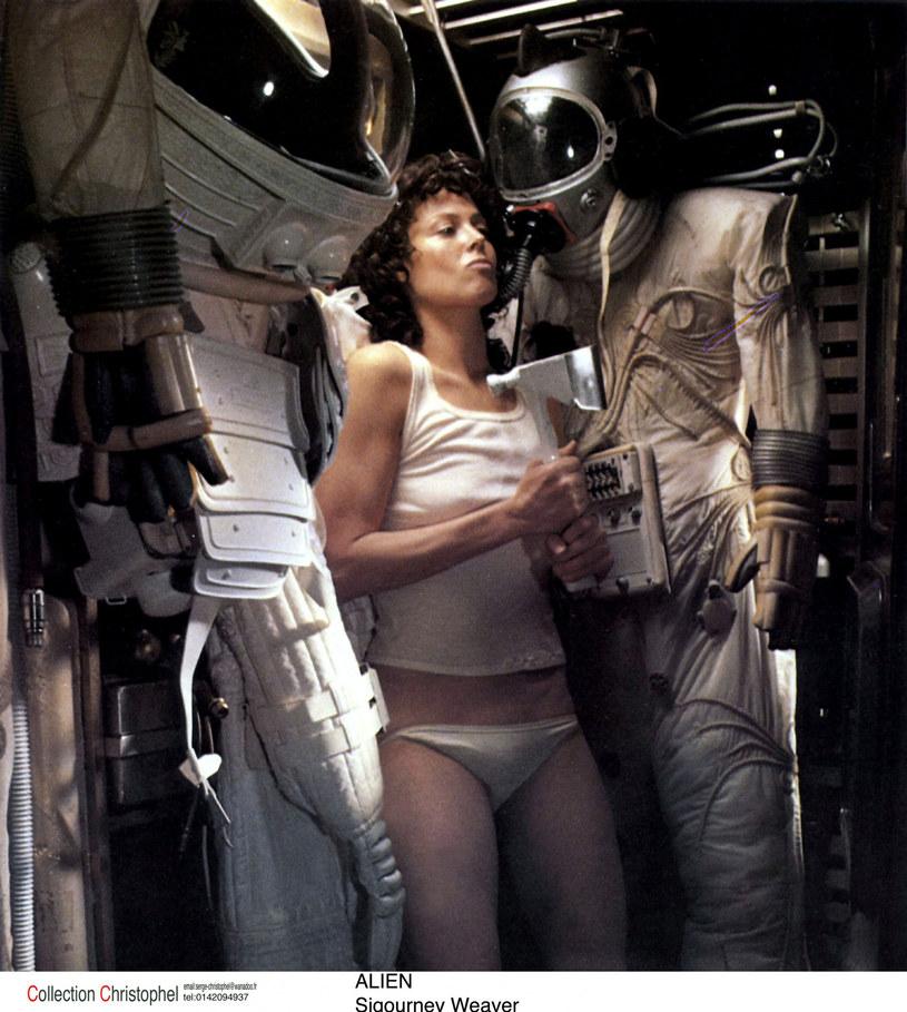 """Rola porucznik Ellen Ripley w wyreżyserowanym przez Ridleya Scotta filmie """"Obcy - 8. pasażer Nostromo"""" wywindowała Sigourney Weaver do miana supergwiazdy kina. Aktorka powracała do tej roli w trzech kolejnych filmach serii, jednak niewiele wskazuje na to, że Weaver zobaczymy, jako Ripley jeszcze raz. Aktorka przyznała, że zapoznała się ze szkicem scenariusza piątej części cyklu, ale nie była zainteresowana udziałem."""