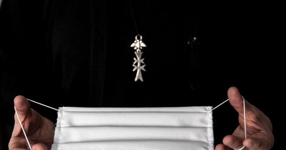 Testy potwierdziły obecność koronawirusa u pięciu sióstr mieszkających w Sekretariacie Konferencji Episkopatu Polski. Siostry są w stałym kontakcie z Inspekcją Sanitarną. U innych mieszkańców Sekretariatu KEP nie potwierdzono obecności COVID-19 - powiedział rzecznik Konferencji Episkopatu Polski ks. Paweł Rytel-Andrianik.