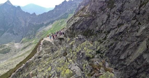 Przypadkowi turyści natrafili w sobotę rano na zwłoki leżące pod Zawratem w Tatrach. Na miejsce wezwano ratowników TOPR. Kiedy dotarli miejsce - w tej samej okolicy - Toprowcy odnaleźli drugie ciało.