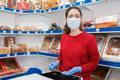 W sklepach nadal obowiązują wymogi bezpieczeństwa sanitarnego
