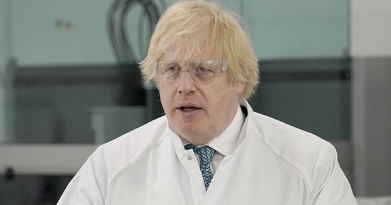 Brytyjski premier Boris Johnson potępił starcia między antyrasistowskimi demonstrantami, sympatykami skrajnej prawicy i policją, do których doszło w sobotę w Londynie.
