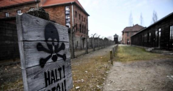 80 lat temu, 14 czerwca 1940 r., Niemcy przeprowadzili pierwszą deportację Polaków do obozu Auschwitz. Z więzienia w Tarnowie przywieźli 728 mężczyzn. Polacy stali się pierwszymi więźniami Auschwitz, gdyż to dla nich Niemcy utworzyli obóz.