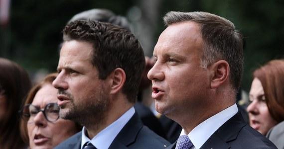 Andrzej Duda mógłby liczyć na 40 proc. głosów w pierwszej turze wyborów prezydenckich - wynika z sondażu IBRiS dla Wirtualnej Polski. Poparcie dla prezydenta jednak spada, a zyskuje kandydat KO Rafał Trzaskowski.