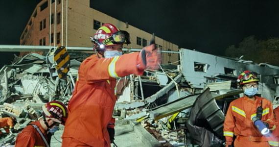 18 osób zginęło, a co najmniej 189 odniosło obrażenia w wyniku wybuchu cysterny na autostradzie w południowo-wschodnich Chinach. Informację podała agencja AP, powołując się na lokalne władze.