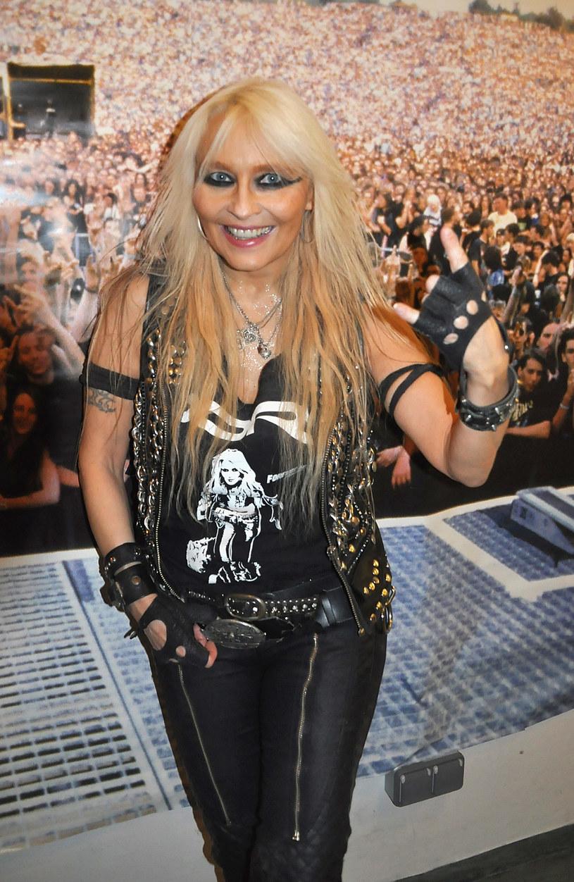 """Nazywana """"królową"""" niemieckiego heavy metalu i hard rocka wokalistka Doro dała pierwszy występ podczas pandemii koronawirusa. Do koncertu doszło na CARantena-Arena w Wormacji w Niemczech."""
