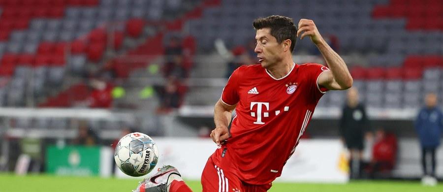 Piłkarze Bayernu Monachium, z wracającym po zawieszeniu za kartki Robertem Lewandowskim, zagrają dziś na wyjeździe z przedostatnim w tabeli Werderem Brema w 32. kolejce Bundesligi. Zwycięstwo zapewni Bawarczykom ósmy z rzędu tytuł mistrzów Niemiec.