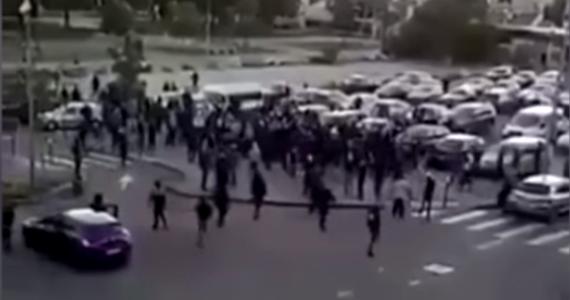 Już czwartą noc z kolei trwały zamieszki w imigranckich gettach w Dijon we Francji. Doszło do starć z policją. Młodzieżowe gangi – uzbrojone m.in. w broń palną – podpalały samochody oraz niszczyły kamery monitorujące ulice i przystanki autobusowe.
