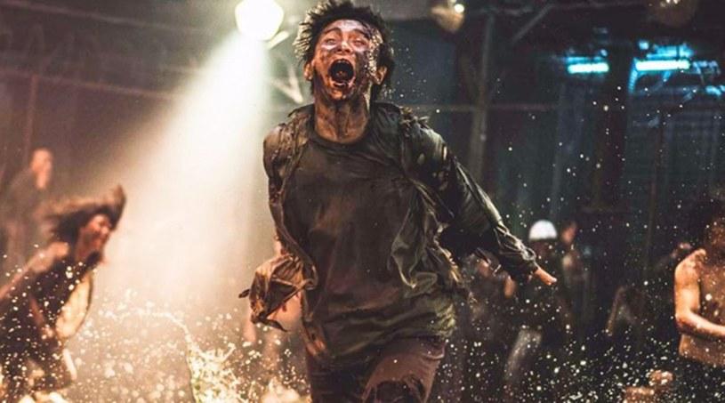 """""""Nie można nawet porównywać skali obydwu produkcji. 'Zombie Express' przy filmie 'Peninsula' będzie wyglądać jak niskobudżetowa produkcja niezależna"""" - mówił w jednym z wywiadów reżyser tego drugiego filmu, Sang-ho Yeon. Opublikowany właśnie pełny zwiastun produkcji pokazuje, że ani trochę nie przesadził."""
