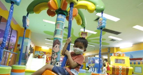 65 proc. włoskich dzieci w wieku do 6 lat miało zaburzenia zachowania z powodu długiego, przymusowego zamknięcia w domach z powodu pandemii - wynika z badań przeprowadzonych w Genui. W przypadku dzieci powyżej 6 lat odsetek wzrósł do 71 procent.